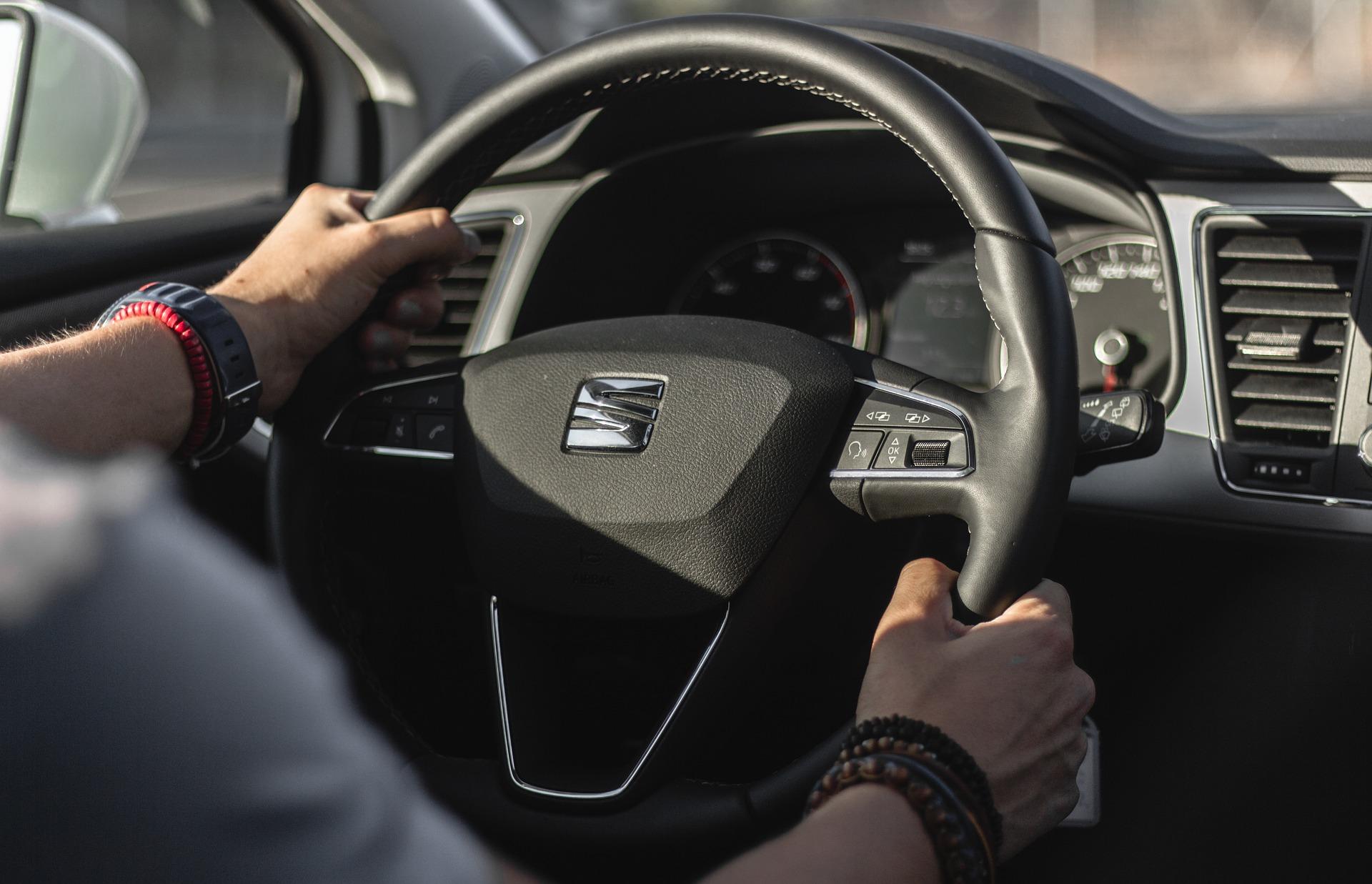 Reprise Seat Leon par un professionnel de l'auto simple et rapide, peut importe son état, roulante, non roulante, en pane, avec ou sans CT, moteur HS, moteur cassé, boite en panne, boite auto cassée, boite de vitesse HS, boite DSG HS, pour pièces ou pour export. Evitez le garage et la casse auto. Gagnez de l'argent et vendez votre Seat Leon chez Delivauto. Rien de plus facile que de vendre sa Seat Leon à un pro !