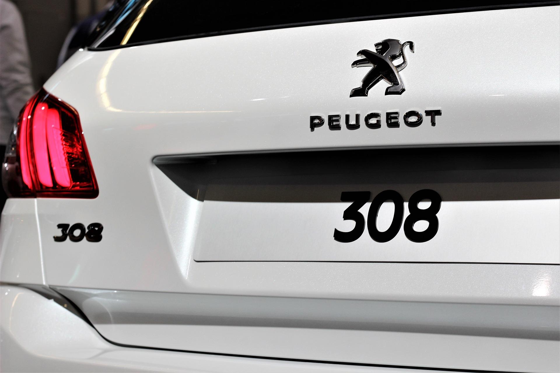 Reprise Peugeot par un professionnel dans les meilleures conditons, peu importe l'état du véhicule, que ce soit une peugeot non roulante, en panne, moteur cassé, moteur ou boite HS, accidentée, pour pièces ou pour export. Evitez la casse auto, le garage peugeot ou la concession Peugeot. Optez pour Delivauto pro du rachat de voitures ou utilitaires HS !