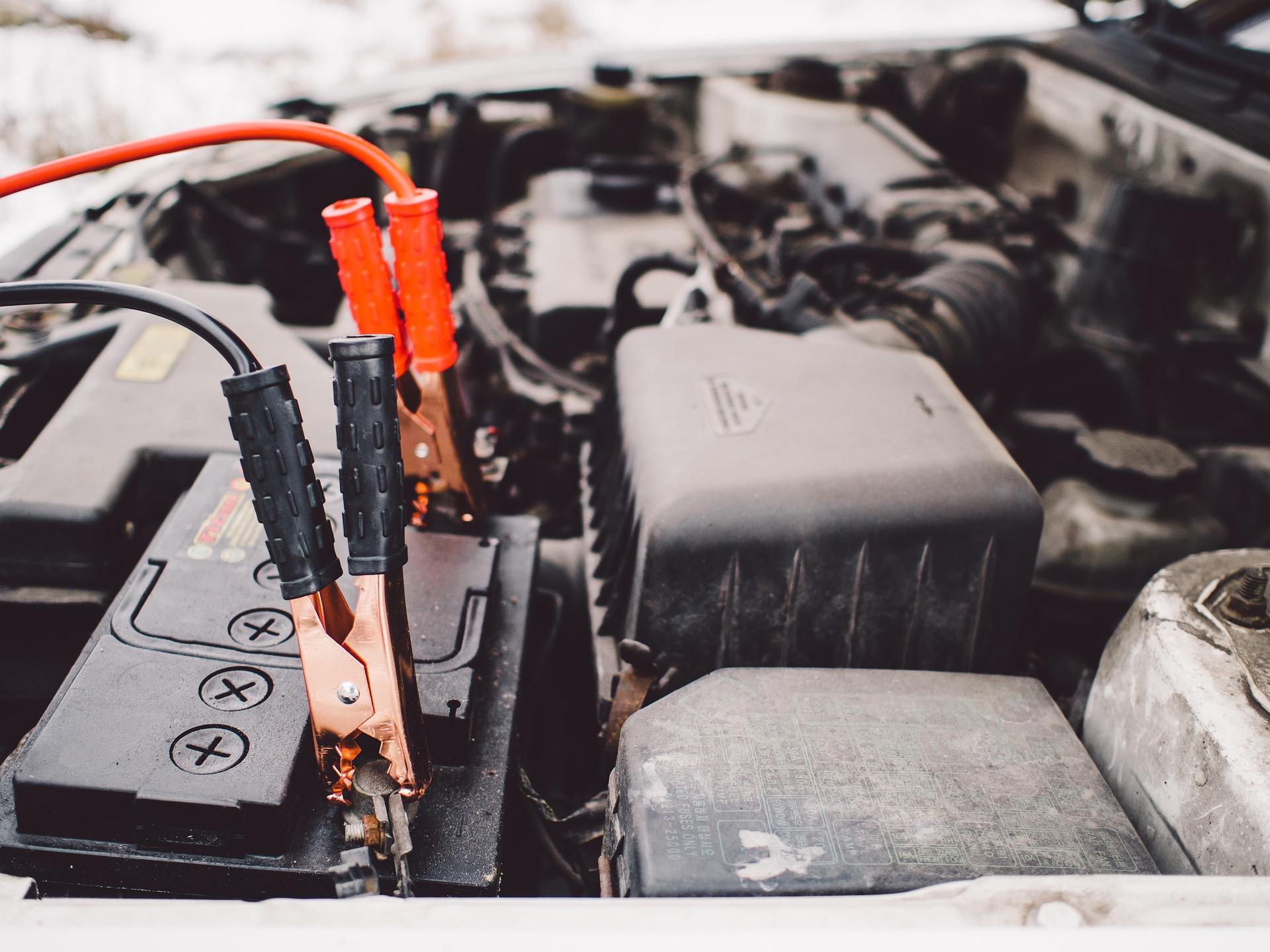 Voiture qui ne démarre pas ? panne de batterie ou panne moteur ? moteur HS ? comment savoir ? Est-il possible de réparer une batterie ? comment réparer une batterie ?si non, comment changer sa batterie et les cosses ? Delivauto vous explique tout le mode de fonctionnement d'une batterie que ce soit un véhicule essence ou diesel.